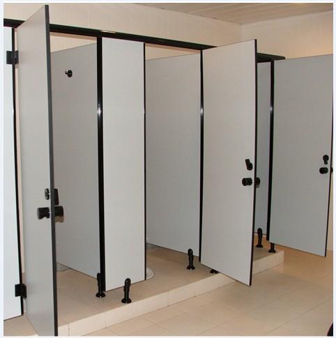 洗手间里面安装隔断的步骤