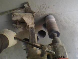 燃气热水器排气打孔打多大合适