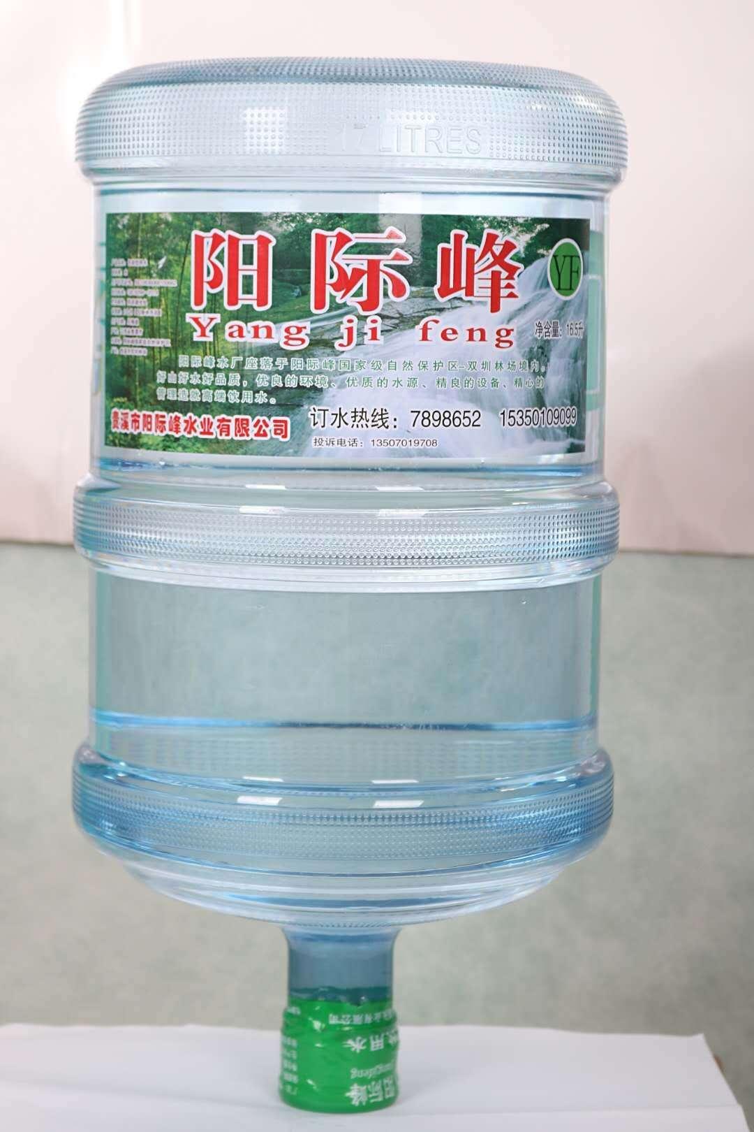 每天喝不够6杯水