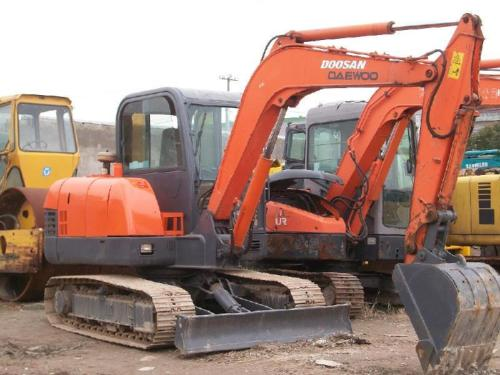 洛阳挖机出售_挖掘机转向无法修复问题