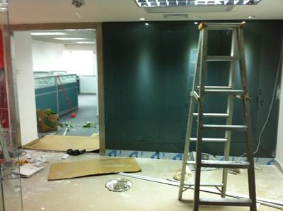 开荒保洁时怎么处理乳胶漆墙面的灰尘污渍