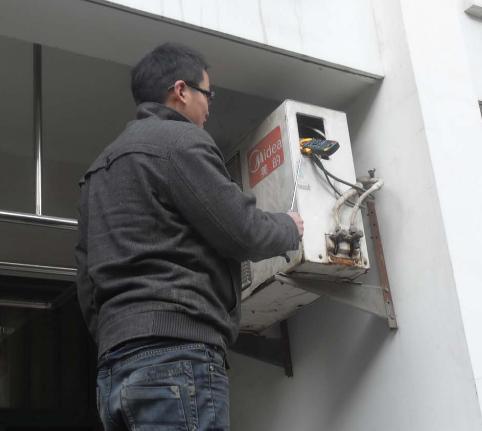 城阳区空调维修:空调指示灯闪烁无法制冷