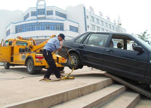 电瓶搭电更换轮胎就找玉贵道路拖车救援