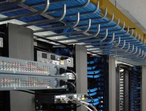 办公室布线电缆走线方式