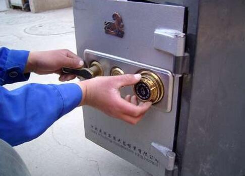 撞击锁芯开锁