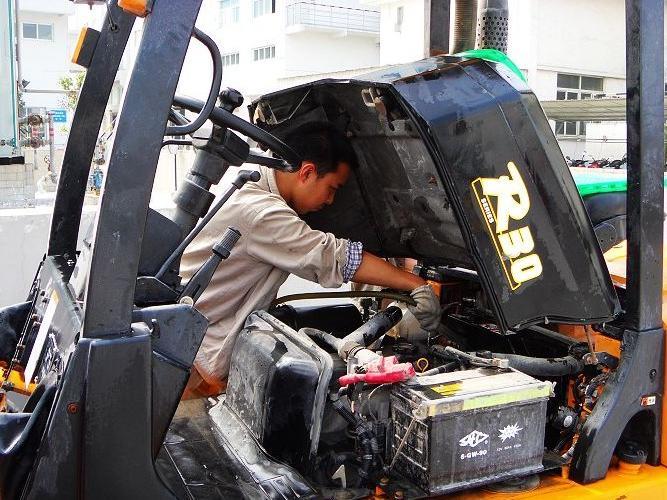 叉车维修保养专业公司