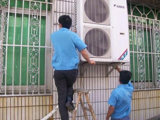 柳州搬家进行空调移机