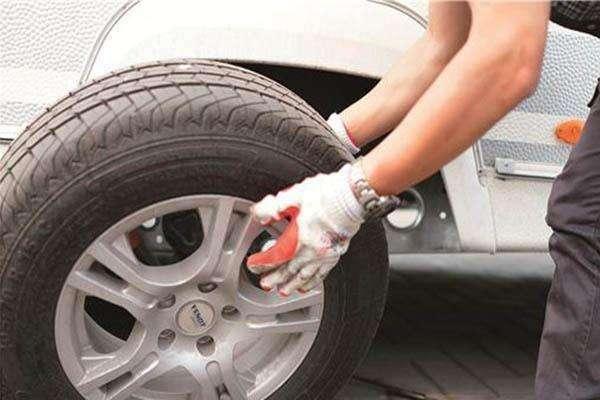 如何检查汽车轮胎