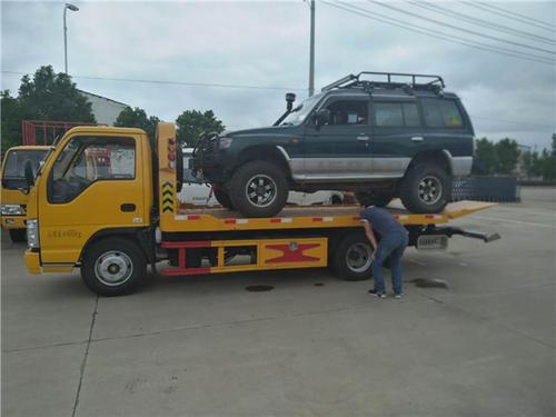 汽车扎胎救援方法