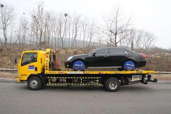 高速发生事故如何正确叫拖车救援