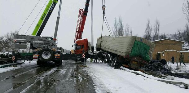 冬天汽车救援车辆养护