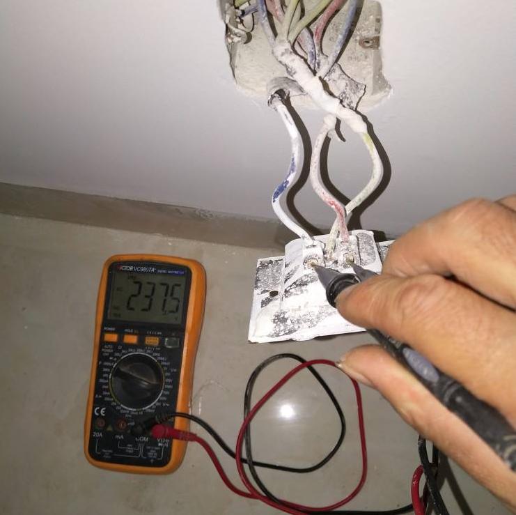 电工上门灯泡不亮故障的检查