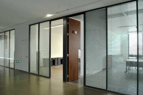 选择玻璃隔断的时候都有哪些技巧呢
