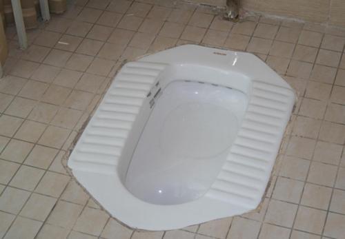 疏通厕所时要注意什么