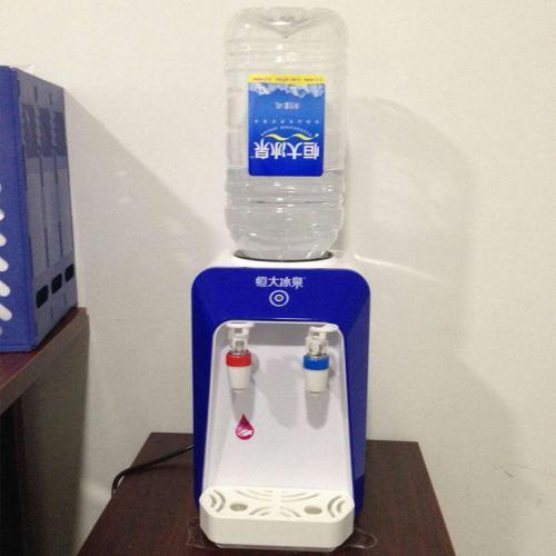 饮用桶装水要时常给饮水机消毒