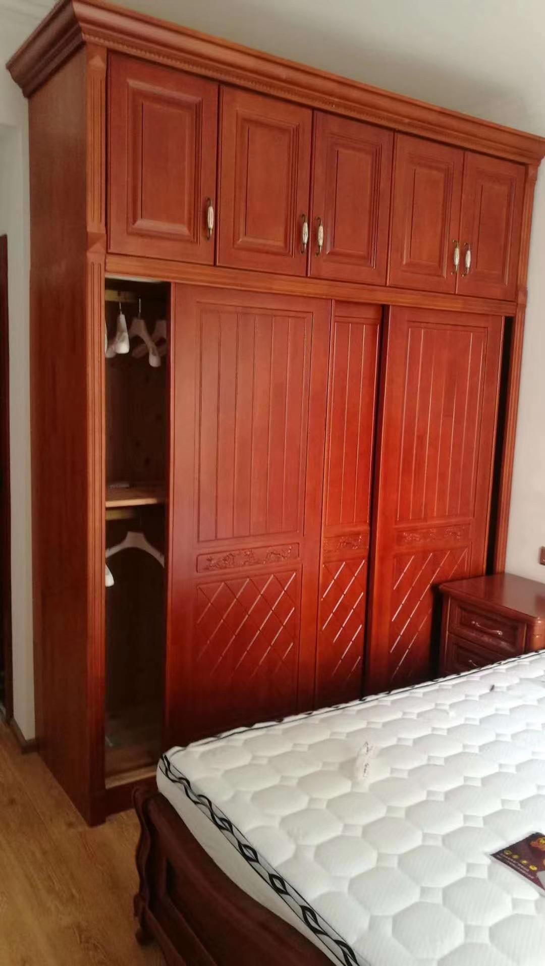 定制多层实木板衣柜