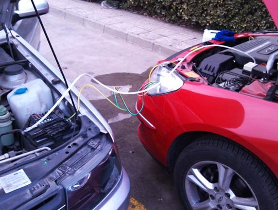 平顶山汽车搭电/电瓶更换/24H上门修车