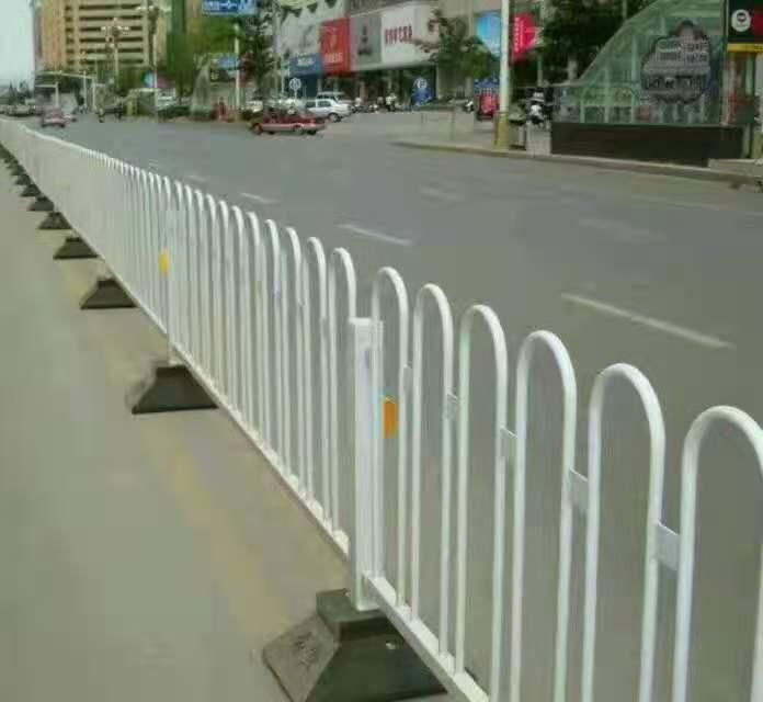 西宁锌钢护栏可以起到美化环境的作用