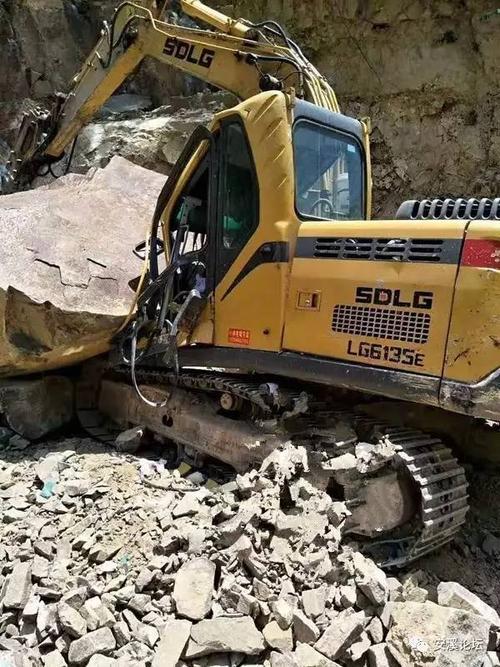 液压挖掘机的总体结构